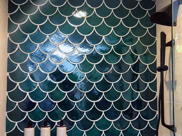 "Scalloped tiles are what put the ""mermaid"" in a mermaid trend bathroom"